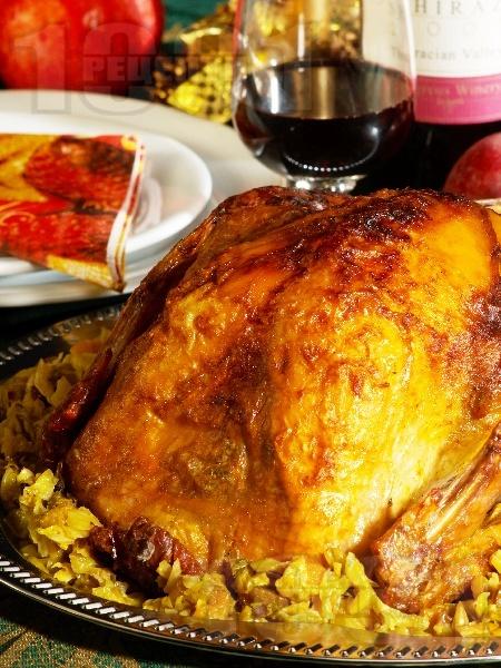 Пълнена пуйка с кестени, стафиди и сушени плодове - снимка на рецептата